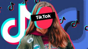 girl with tik-tok on face